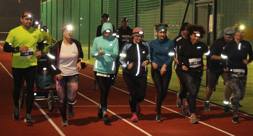bieganie, NOCNY IZABELIN - zdjęcie, fotografia