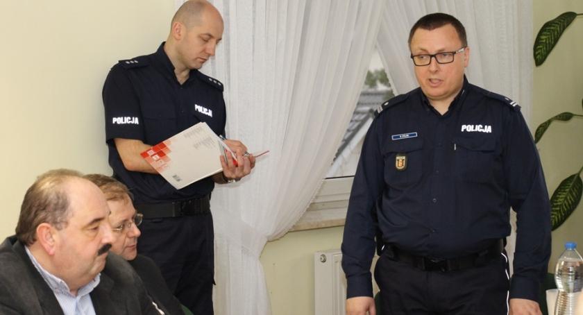 porady-zebrania-uroczystosci, POLICYJNA DEBATA SPOŁECZNA - zdjęcie, fotografia