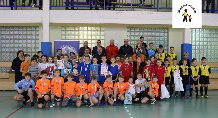 Sport, Powiatowy Mikołajkowy Turniej Piłki Nożnej Puchar Komendanta Powiatowego Policji Zwoleniu - zdjęcie, fotografia