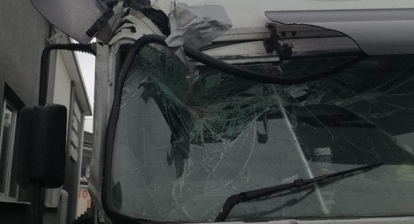 Kronika kryminalna, Podróż uszkodzoną ciężarówką przez Europę - zdjęcie, fotografia