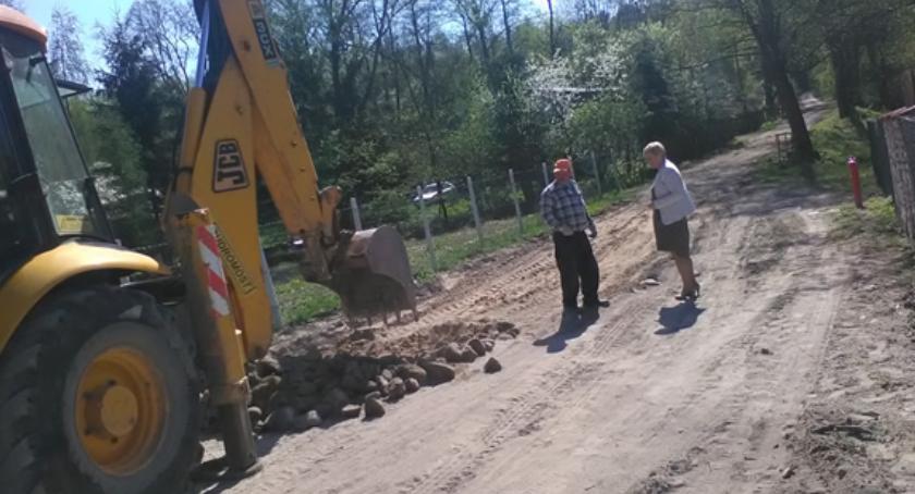 Inwestycje, Ruszyły prace związane budową dróg Gminie Kazanów - zdjęcie, fotografia