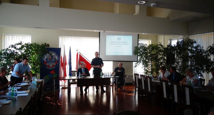Społeczność, Debata ewaluacyjna poświęcona bezpieczeństwu terenie powiatu zwoleńskiego - zdjęcie, fotografia