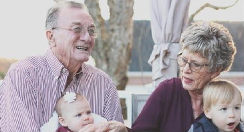 Społeczność, Dzień Babci Dziadka również okazja zadbania bezpieczeństwo seniorów - zdjęcie, fotografia