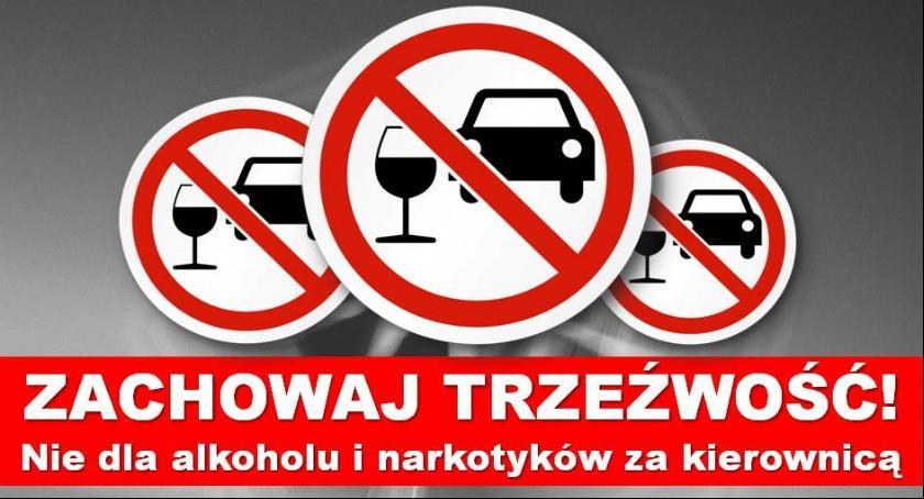 Kronika kryminalna, NIETRZEŹWY UPRAWNIEŃ KIEROWNICĄ - zdjęcie, fotografia