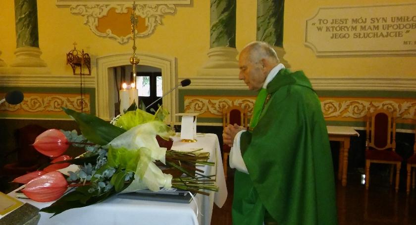 Wydarzenia, Ksiądz Czesław Błaszczykiewicz proboszcz parafii Kazanowie odszedł emeryturę - zdjęcie, fotografia