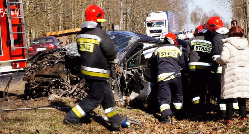 Na sygnale, Citroen zgubił silnik - zdjęcie, fotografia