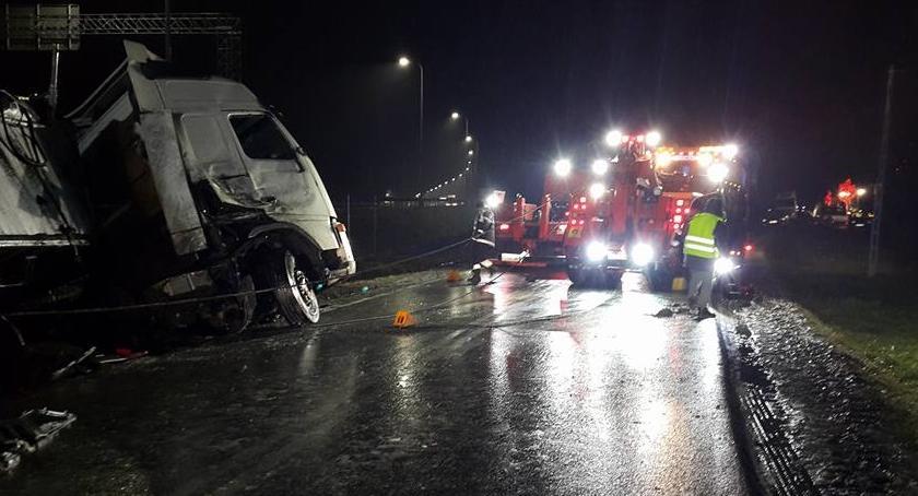 Na sygnale, Radziejowice ciężarówki zderzyły drodze dojazdowej - zdjęcie, fotografia