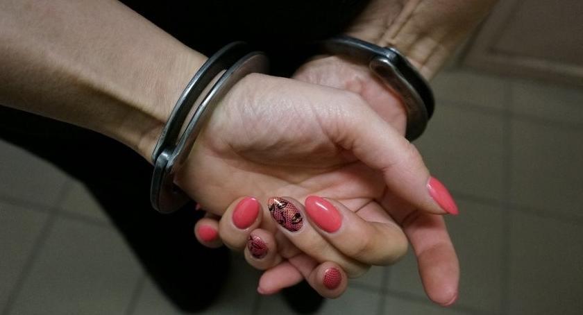 Widomości, Podejrzana rozbój trafiła aresztu - zdjęcie, fotografia