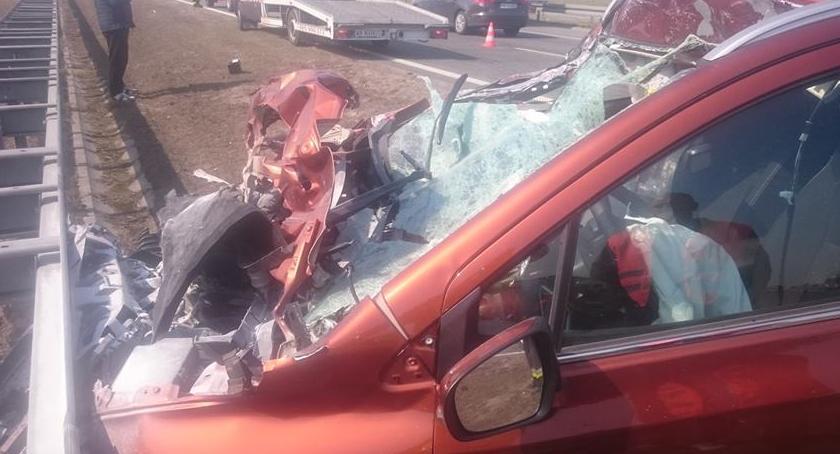 Na sygnale, wypadki autostradzie - zdjęcie, fotografia