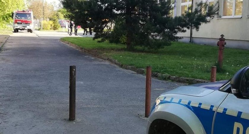 Na sygnale, Alarm bombowy szkole Mszczonowie - zdjęcie, fotografia
