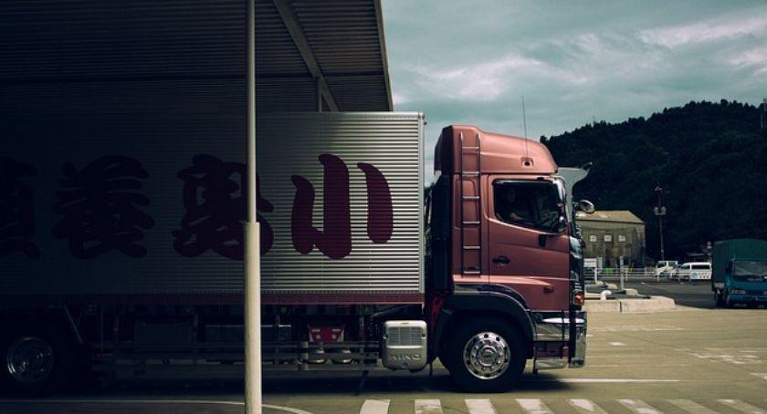 Na sygnale, Nietrzeźwy kierowca ciężarówki zatrzymany - zdjęcie, fotografia