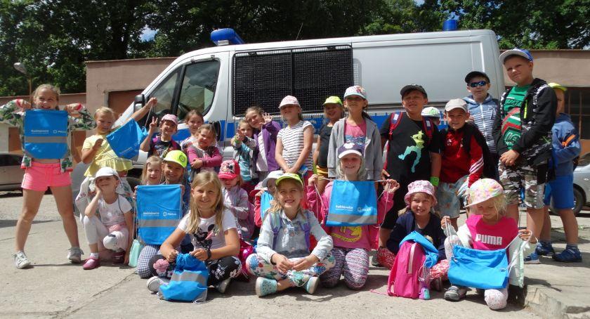 Widomości, Dzieci półkolonii zwiedziły żyrardowską komendę - zdjęcie, fotografia
