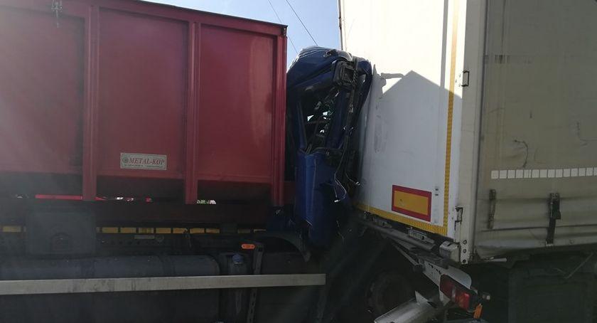 Na sygnale, Zderzenie samochodów ciężarowych drodze ekspresowej - zdjęcie, fotografia
