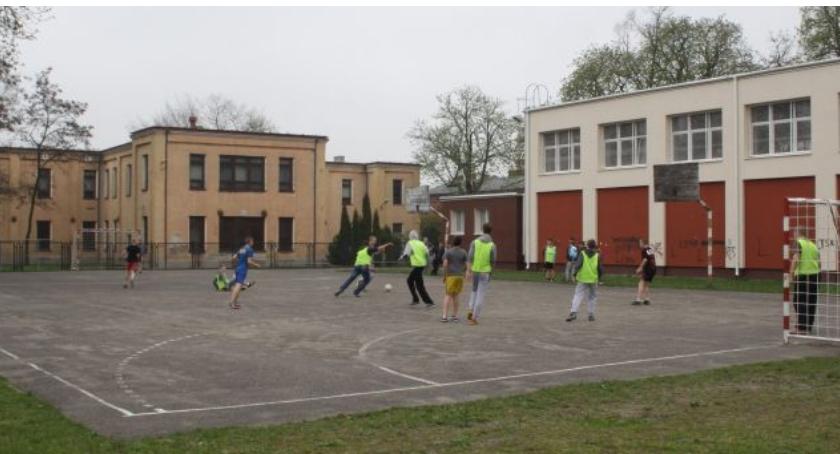 Inwestycje, Będzie przebudowa boiska Szkole - zdjęcie, fotografia