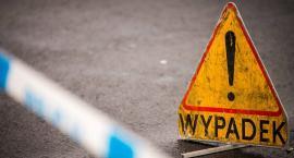 27-latek wjechał autem w przystanek autobusowy