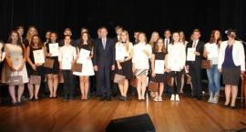 Najlepsi uczniowie ze szkół gimnazjalnych nagrodzeni przez Prezydenta miasta