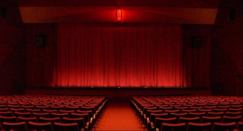 W skierniewickim kinoteatrze, takim jak przedstawiony na zdjęciu, wystąpią przed nami Truskawkowi rodzice.