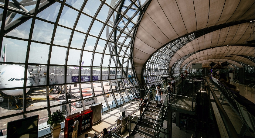 Zdjęcie przedstawia nowoczesne lotnisko. Centralny Port Lotniczy niewątpliwie także będzie obiektem z najwyższej półki.