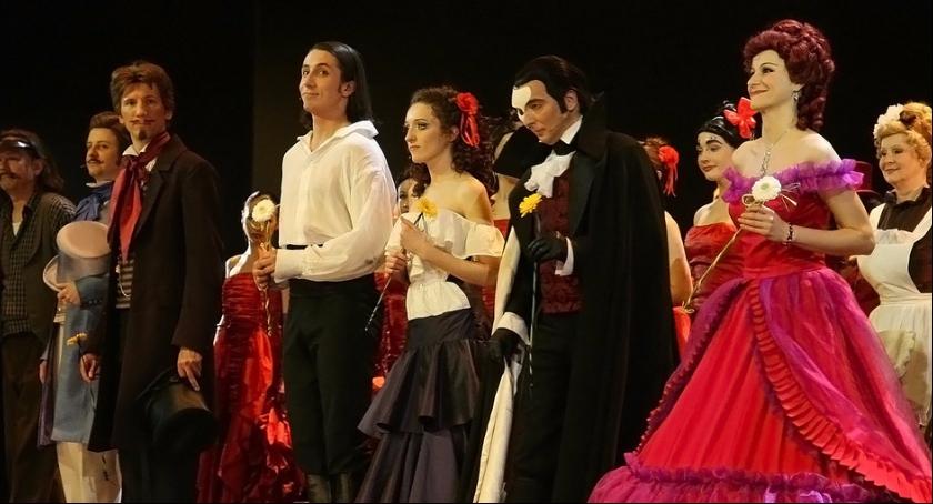 Zdjęcie przedstawia operetkową realizację klasycznej sztuki. Podobny kunszt na wysokim poziomie będziemy mogli podziwiać w przyszłym tygodniu w Skierniewicach.