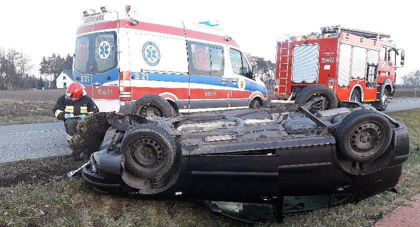 Kronika Kryminalna, Groźny wypadek koło Skierniewic dachował rowie - zdjęcie, fotografia
