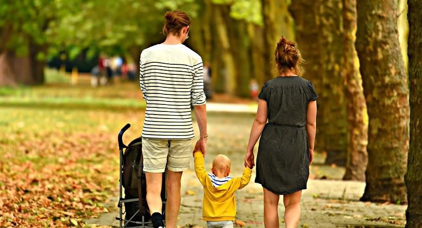 Opieka społeczna, Ponad osiem tysięcy miesięcznie wielodzietnej rodziny Skierniewicach - zdjęcie, fotografia