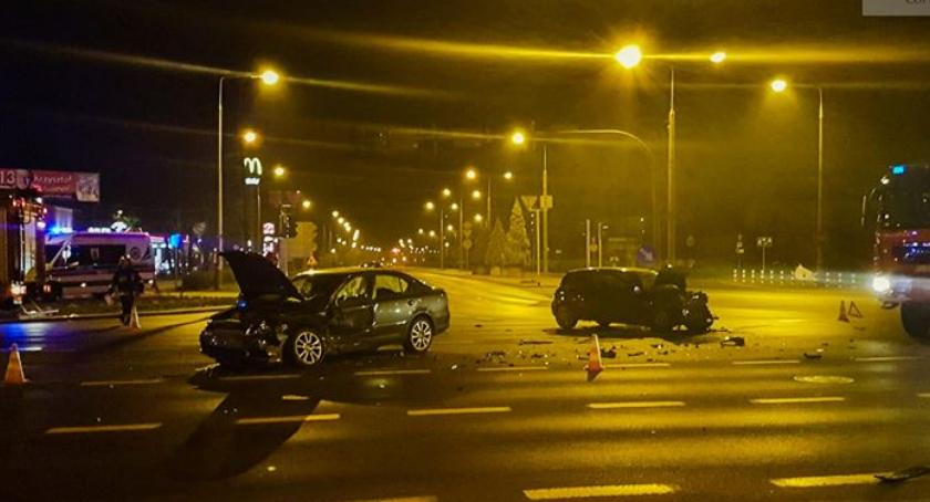 Pożary i wypadki, Nocne zderzenie skrzyżowaniu Widok Wyszyńskiego - zdjęcie, fotografia
