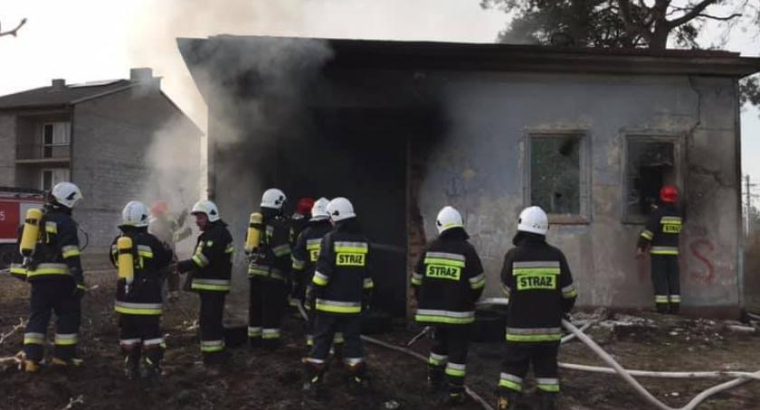 Pożary i wypadki, Pożar pustostanu - zdjęcie, fotografia
