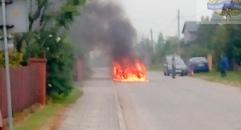 Pożary i wypadki, Pożar samochodu osobowego miejscowości Krosnowa - zdjęcie, fotografia