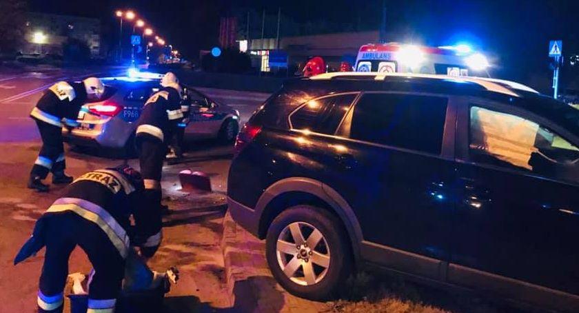 Pożary i wypadki, Zderzenie dwóch samochodów osobowych skrzyżowaniu Mszczonowskiej Pomologicznej - zdjęcie, fotografia