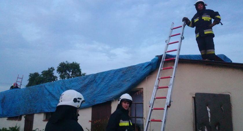 Pożary i wypadki, Zerwany budynku gospodarczym - zdjęcie, fotografia
