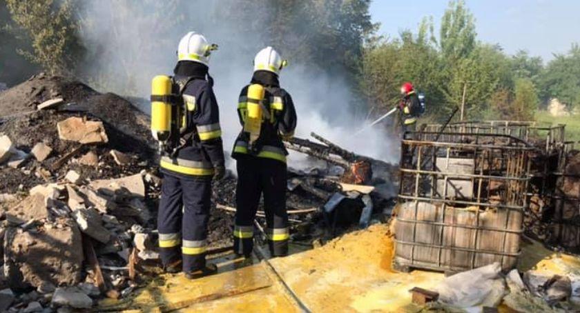 Pożary i wypadki, Pożar przemysłowo produkcyjnej miejscowości Dębowa Góra - zdjęcie, fotografia