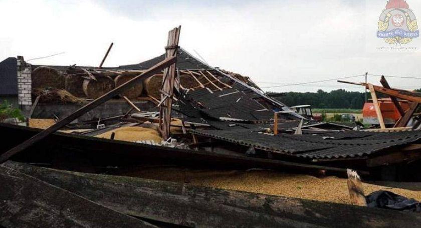 Pożary i wypadki, Zawalenie budynku gospodarczego miejscowości Janisławice - zdjęcie, fotografia