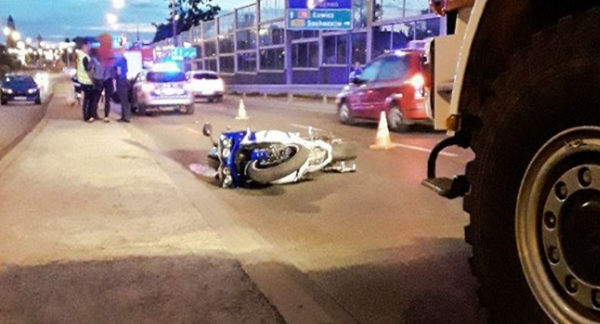 Pożary i wypadki, Zderzenie motocykla samochodu osobowego - zdjęcie, fotografia