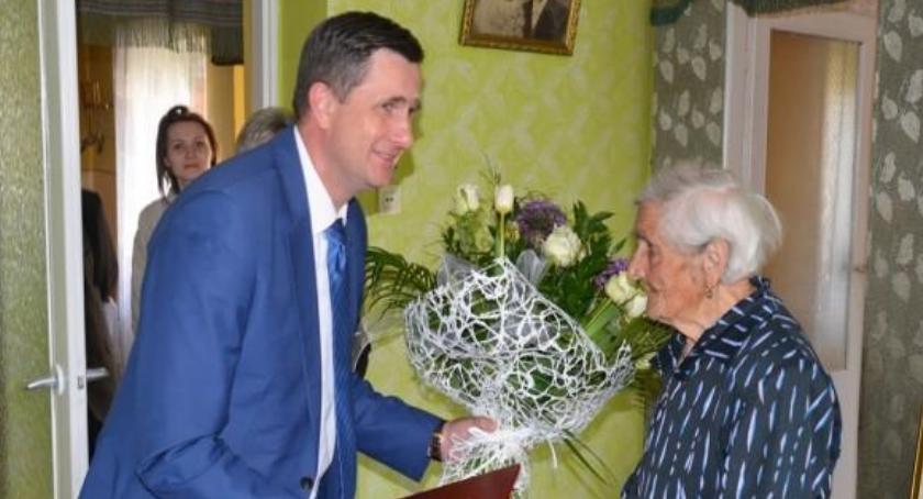 Wiadomości, urodziny Zofii Prezydent wizytą dostojnej jubilatki - zdjęcie, fotografia