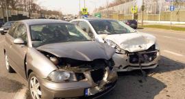 Zderzenie aut na skrzyżowaniu ulic Rybickiego i Rataja