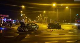 Nocne zderzenie aut na skrzyżowaniu ulic Widok i Wyszyńskiego