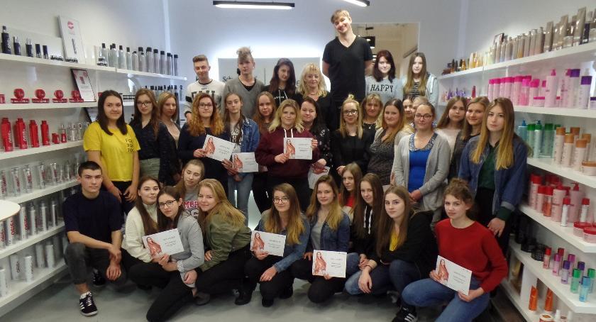 Edukacja, Szkolenie firmą Schwarzkopf przyszłych fryzjerów - zdjęcie, fotografia