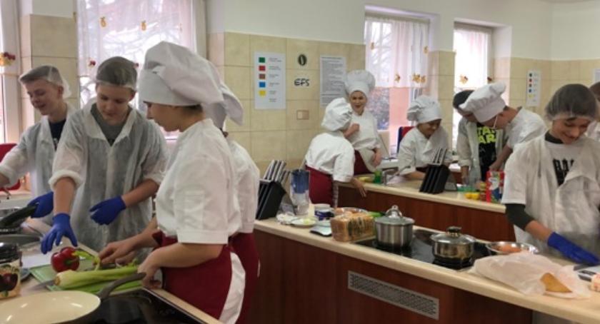 Edukacja, Ósmoklasiści Mastek gościli murach szkoły Blichu - zdjęcie, fotografia