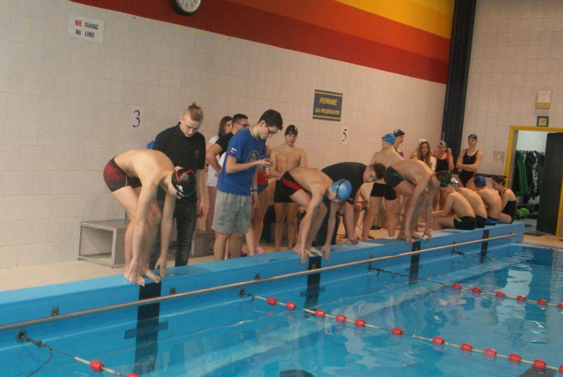 Pływanie, szkoły rywalizowały pływalni - zdjęcie, fotografia