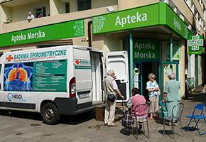 Szpital i opieka społeczna, Akcja bezpłatnych badań płuc Łowiczu - zdjęcie, fotografia
