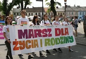 Kościół, przejdzie Marsz Życia Rodziny - zdjęcie, fotografia