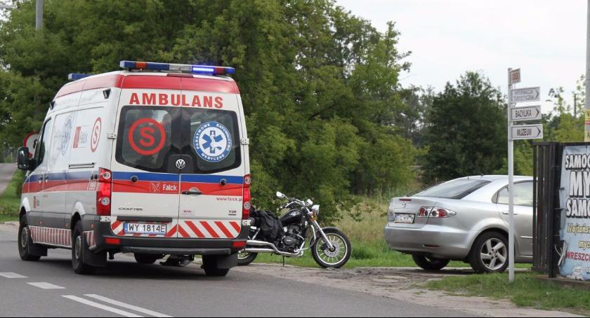 Wypadki i kolizje, Zderzenie mazdy motocykla Raven Klickiego - zdjęcie, fotografia