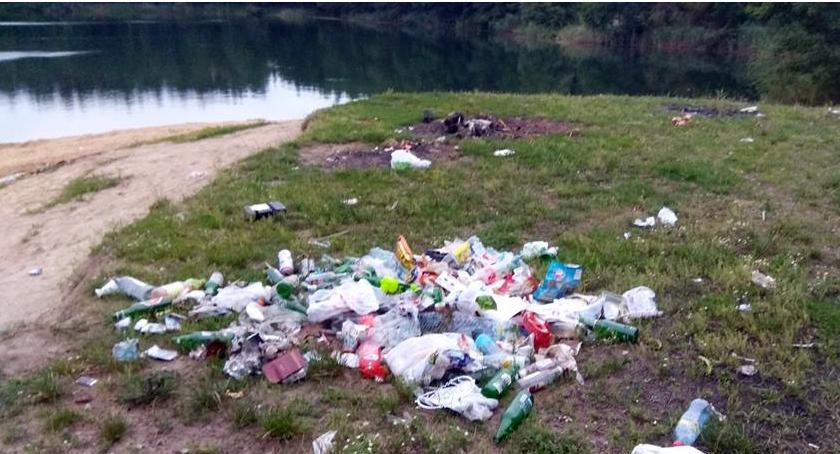 Wasze sprawy, Plaża żwirowni Łowiczem godzinę zebrali worków śmieci - zdjęcie, fotografia
