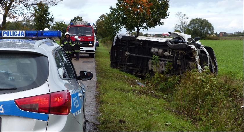Wypadki i kolizje, Wypadek udziałem samochodu kurierskiego - zdjęcie, fotografia