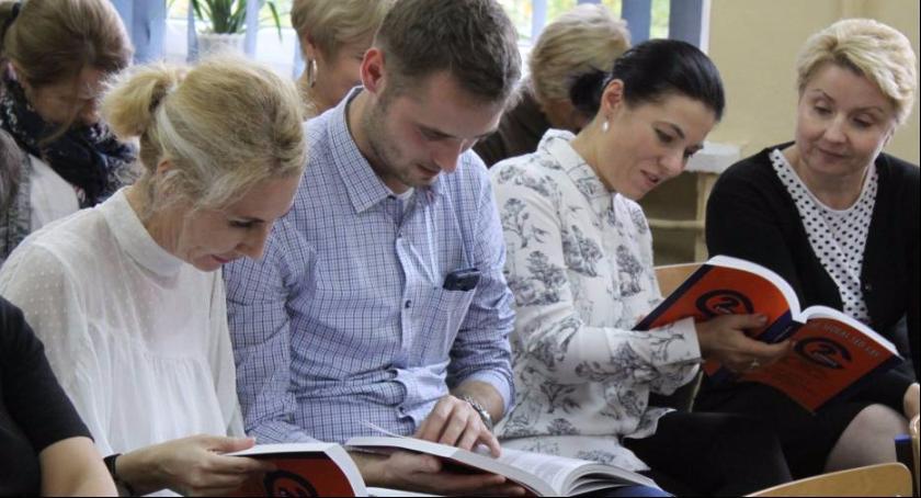 Edukacja, letnia historia szkoły zapisana kartach Ukazała książka Gimnazjum - zdjęcie, fotografia
