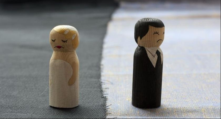 Porady prawne, Rozwód może skutkować obowiązkiem zwrotu prezentu Mikołaja - zdjęcie, fotografia