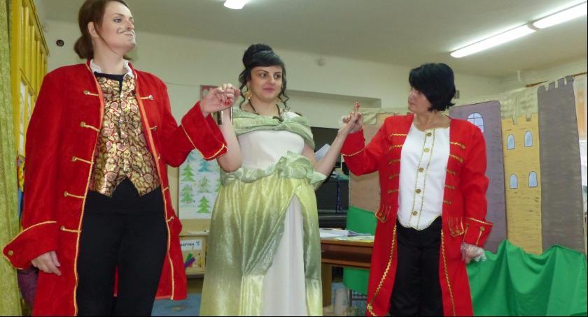 Edukacja, Prawdziwa księżniczka wykonaniu rodziców przedszkolaków Piątki - zdjęcie, fotografia
