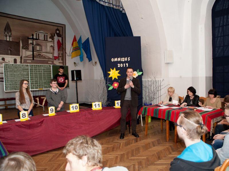 Edukacja, Marcin Krawczak szkolnym Omnibusem - zdjęcie, fotografia