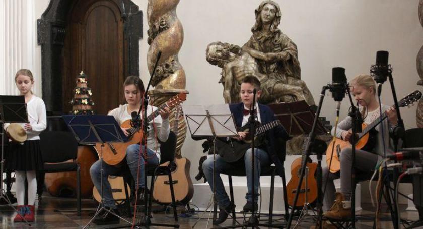 Koncerty, Uczniowie nauczyciele zagrają zaśpiewają Muzeum - zdjęcie, fotografia