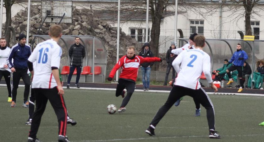 Piłka nożna, Skromne zwycięstwo Pelikana - zdjęcie, fotografia